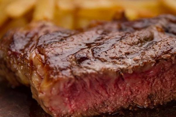 Los amantes de la carne argentina estudian cómo identificar el bife  perfecto – Info Gastronómica